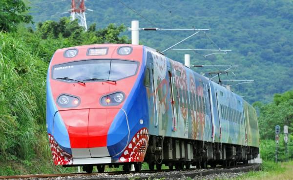 台鐵普悠瑪列車花東線雖已改點、通車,但一票難求問題仍未解。(資料照,記者游太郎攝)