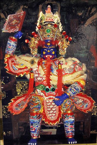 民雄大士爺廟軟身神像將在國曆7月27日請到正殿神桌上鎮殿。(記者林宜樟翻攝)