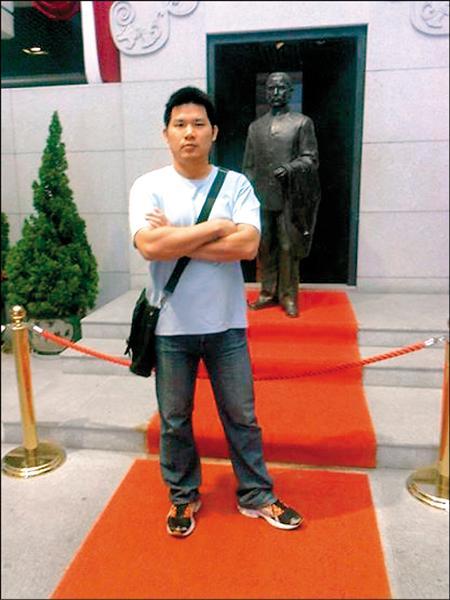 徐國堯擔任消防員17年,近年致力於替基層消防員權益發聲。(民眾陳品君拍攝提供)