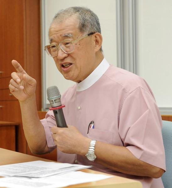 監察院長王建煊下午舉行離別媒體茶敘,大談監察院秘辛,並希望新繼任的監委時時以台灣人為念。(記者陳志曲攝)