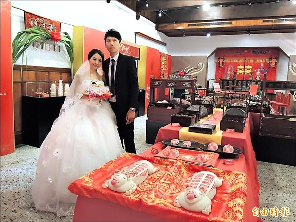 「台南囍事展」,邀請大家來體會台南婚嫁禮俗。(記者孟慶慈攝)