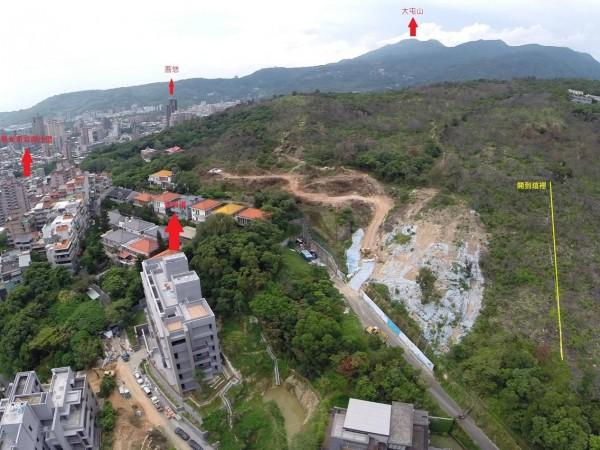 北投丹鳳山遭建商大舉開挖,造成山坡嚴重裸露。(照片來源:吳思瑤辦公室)