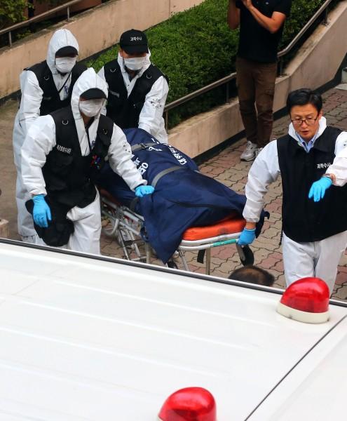11日南韓2名士兵在陽台上吊自殺。(法新社)