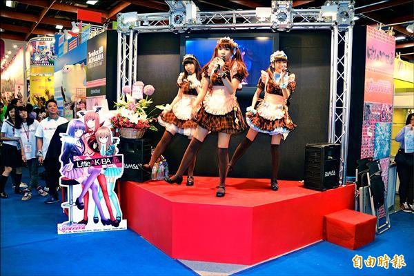 ▲喜歡日本女僕裝扮、也喜愛跳舞的小女生,組成了全台第一支女僕舞團《Candy Star》吸引死忠動漫粉絲,也替台灣動漫文化帶入全新元素。(記者吳柏軒攝)