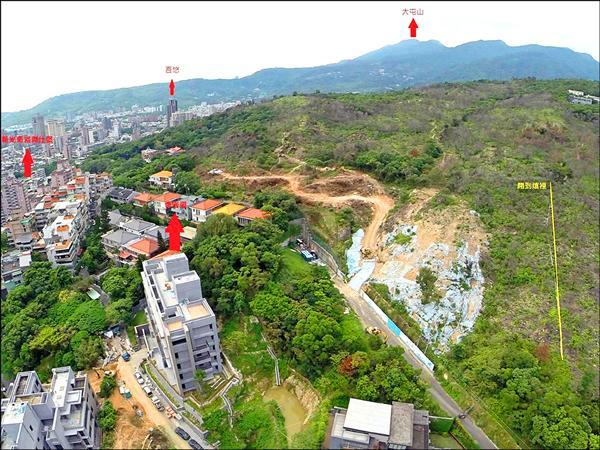 北投丹鳳山遭建商大舉開挖,造成山坡嚴重裸露。(北投丹鳳山自救會提供)