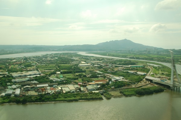連勝文仍堅稱社子島是島,有網友諷刺,以後連的文宣大概會是讓「南港」成為國際大港。(資料照,記者陳璟民攝)