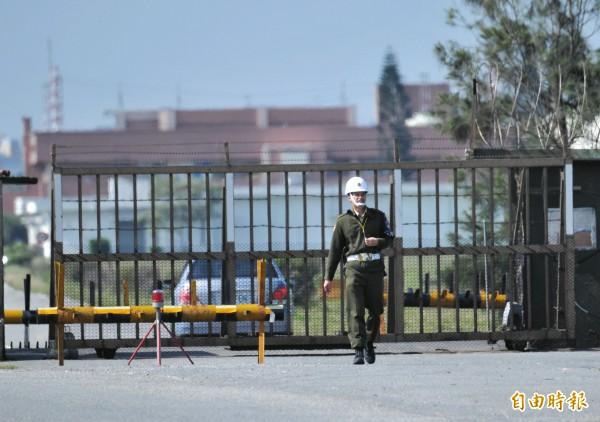 負責空軍花蓮基地安全及警衛的憲兵,在營區內酗酒還集體「露鳥」,內部管理出現嚴重疏失。(記者游太郎攝)