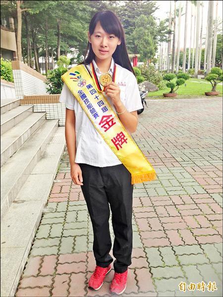 嘉義高工嚴詩堤參加全國技能競賽,勇奪汽車噴漆職類金牌,被指導老師喻為「天才型選手」。(記者王善嬿攝)