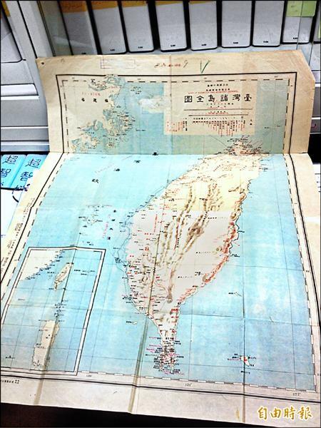 葛超智收集、日本十九世紀印製的「台灣諸島全圖」,收藏於台北二二八紀念館。(記者林恕暉攝)