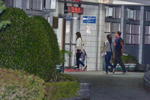 基隆市議員楊石城被送往北機站,至凌晨仍在複訊中。(記者吳昇儒攝)
