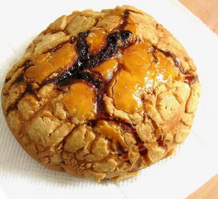 輔大菠蘿麵包因為經濟實惠聞名,是所有輔大生共同回憶。(圖片擷自輔大大菠蘿臉書)