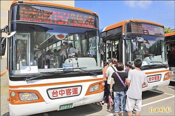 157外埔新幹線下月起行駛,昨日吸引民眾試乘。(記者張軒哲攝)