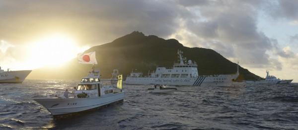 日研擬504億日圓釣魚台預算,增員和增購巡邏船及飛機,加強防範中國公務船、外國漁船駛入。(路透)