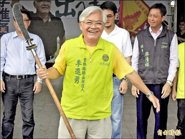民進黨最新民調,黨提名縣長參選人李進勇支持度領先對手19.9%。(記者黃淑莉攝)