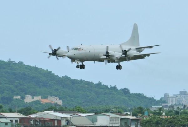 空軍P-3C反潛機首度飛抵花蓮基地,進行熟悉航線訓練。(資料照,記者游太郎攝)