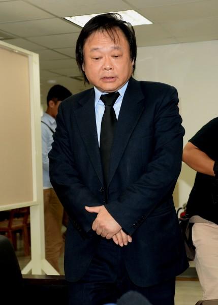 王世堅召開記者會道歉,並宣布停止競選活動,讓大家決定他的去留。(記者林正堃暉攝)