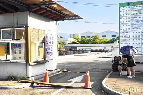 台鐵花蓮站停車場已停用,並開始進行擴建工程。(記者游太郎攝)