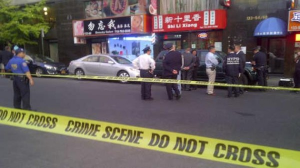 紐約市法拉盛區街頭發生兩死槍擊案。(圖擷取自網路)