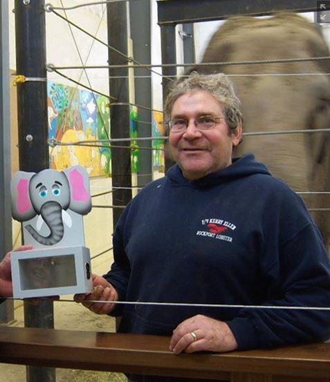 勞瑞塔熱愛大象,創立收容所照顧退休馬戲團大象。(取自網路)