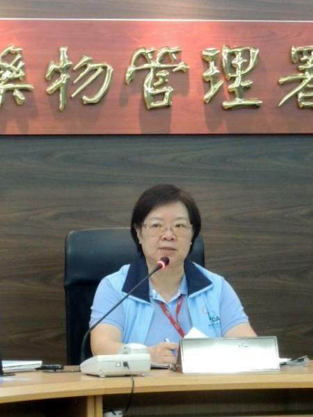 食藥署副書長姜郁美指強冠疑24項豬油,摻香港飼料油。(記者謝文華攝)