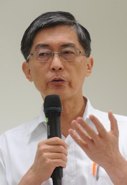 環保署長魏國彥召開記者會,說明出國行程重點及餿水油後續處理程序。(記者劉信德攝)