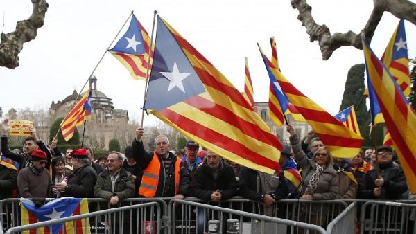 蘇格蘭獨立公投的火苗,影響到西班牙的加泰隆尼亞區,當地部分民眾將在11日舉行示威活動,希望能效仿蘇格蘭辦公投,脫離西班牙成為一個獨立有主權的國家。(路透)