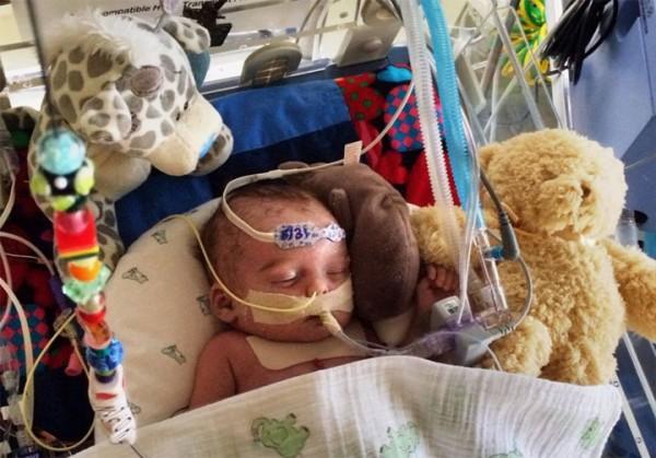 臉書一度拒絕刊登韓德森的照片,事後向家屬道歉,並表示會提供約新台幣30萬元的廣告來幫助寶寶。(擷自ajc.com)