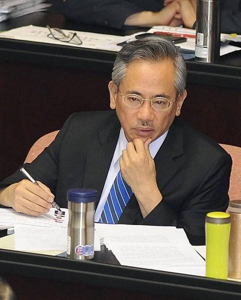 衛生福利部長邱文達今午受訪透露,衛福部確實正研究加重食品安全衛生刑責或罰則。(記者廖振輝攝)