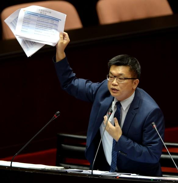 立委蔡其昌表示將提修法,由業者來證明自己的產品沒問題。(資料照,記者林正堃攝)