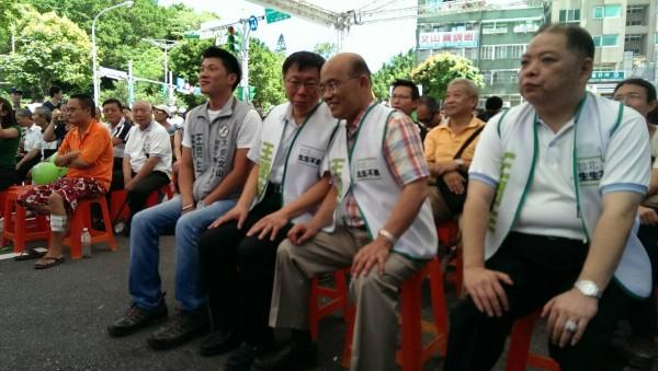 柯文哲參加北市議員王閔生的競選總部成立大會,和蘇貞昌互動頻繁。(記者吳亮儀攝)