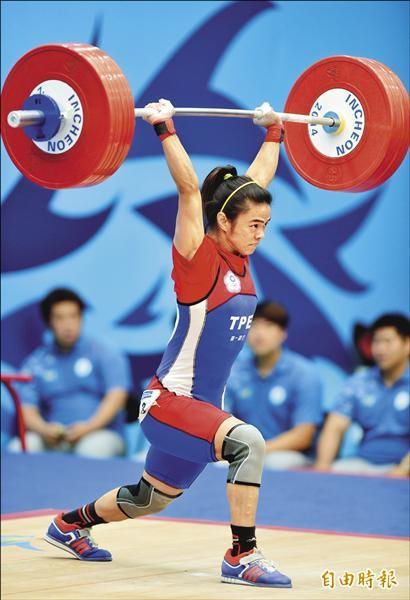 仁川亞運女子舉重53公斤級,許淑淨以挺舉132公斤、總和233公斤雙破世界紀錄,為台灣代表團奪下本屆首面金牌。(特派記者王藝菘攝)
