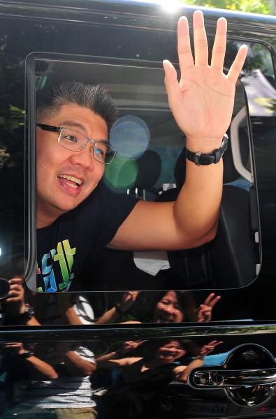 國民黨籍台北市長參選人連勝文今(22)日參加了「市長,給問嗎?」活動,面對財產問題,連勝文表示都有依法申報給監察院。(資料照,記者簡榮豐攝)