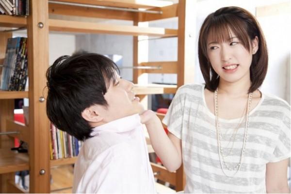 日本網站對百位男性進行調查,得出4個令男性倒退三步的特徵。(擷取自woman.mynavi)