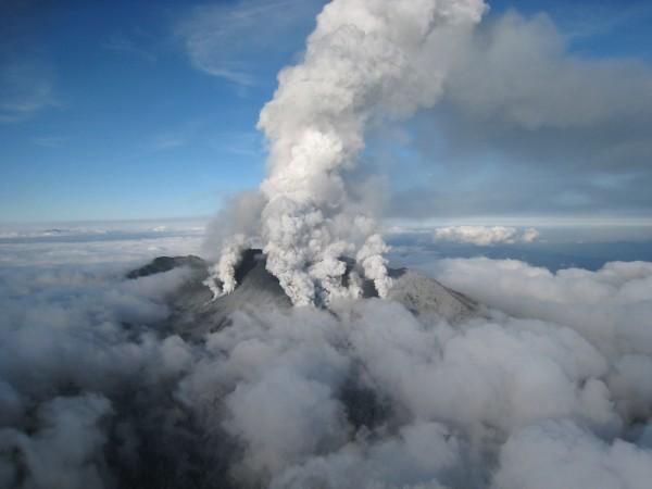日本火山御嶽山27日噴發。(法新社)