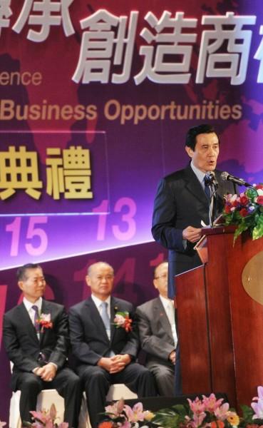 統馬英九上午參加台灣商會活動致辭時,針對香港佔中行動表示「完全理解並支持」,並呼籲中國傾聽港民心聲。(記者劉信德攝)