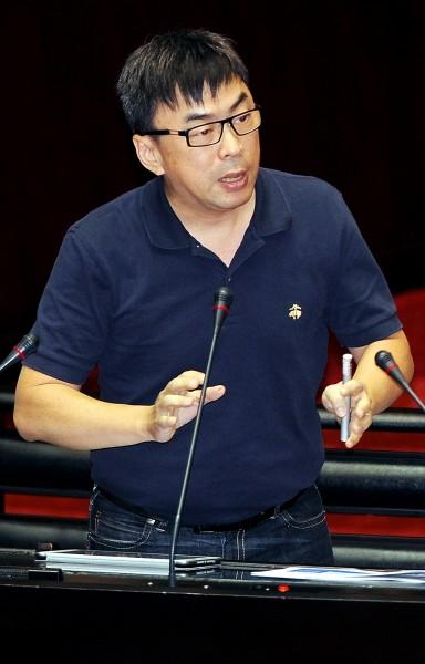 民進黨立委段宜康今日在臉書發文,指出連勝文是「理性的投機客」。(記者朱沛雄攝)