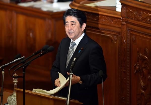日本首相安倍晉三29日發表施政演說,罕見提到中日應建立友好關係。(法新社)
