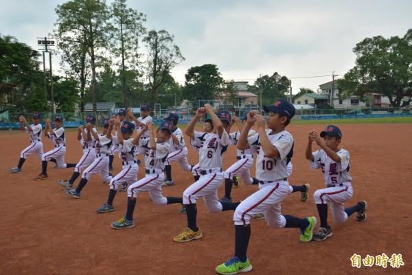 隊員們感情好,雖然練習辛苦,但大家都會互相打氣、鼓勵。(記者朱則瑋攝)