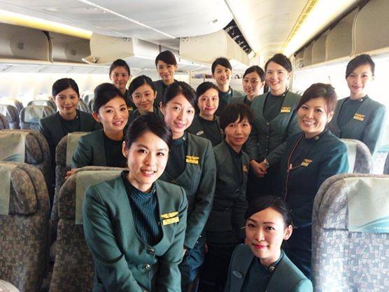 空姐常令外界有著光鮮亮麗的印魚目力。圖與文無關。(圖擷取自「長榮空姐愛心年曆」臉書)