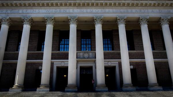 哈佛大學師生接到恐嚇信,揚言將殺光校園所有人。(彭博社)