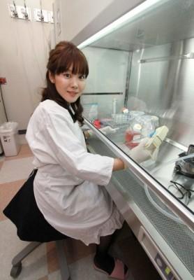 日本科學家小保方晴子被爆論文做假,今日早稻田大學宣布將她的博士學位取消。(法新社)