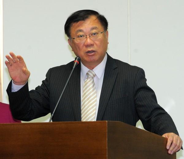 農委主委陳保基表示,明年1月將試辦引進農業外勞,當中不排除引進中國農工。(記者王敏為攝)