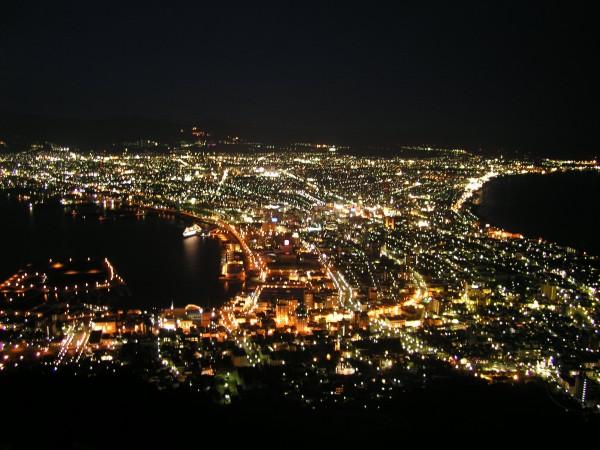函館山夜景富盛名,從函館山可一睹整個函館市的夜景,是世界三大夜景之一。(資料照,記者黃旭磊攝)