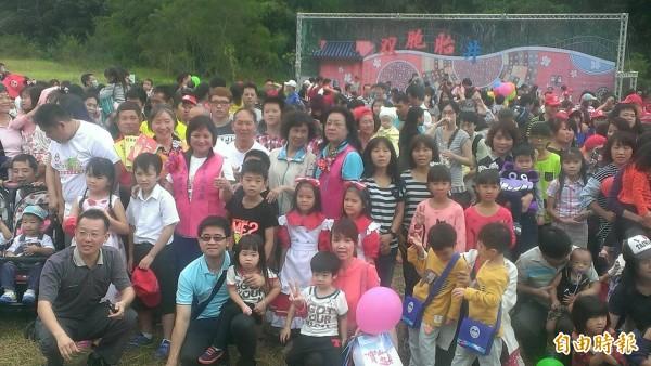 新竹縣寶山鄉舉辦雙胞胎相見歡,吸引500多對雙胞胎熱情到場。(記者黃美珠攝)