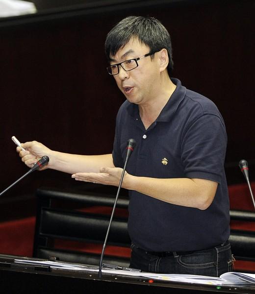 段宜康今天在立法院司法及法制委員會質詢時指出,台北市長參選人連勝文並無確實申報他在香港evenstar公司的投資事業,並向監察院檢舉。(資料照,記者陳志曲攝)