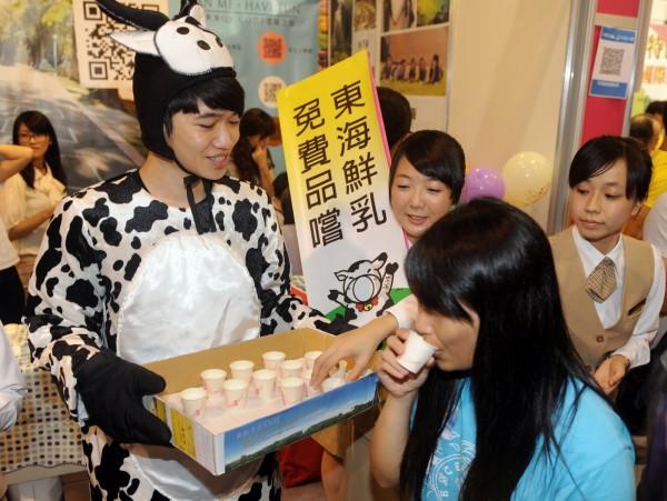 東海大學學校牧場生產的鮮乳最近超夯,一上架就被搶購一空。(資料照,記者廖振輝攝)
