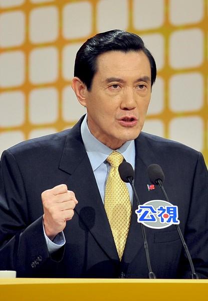 馬總統在二○一○年的ECFA辯論中,大讚頂新是鯨魚、補藥。(台北市攝影記者聯誼會提供)