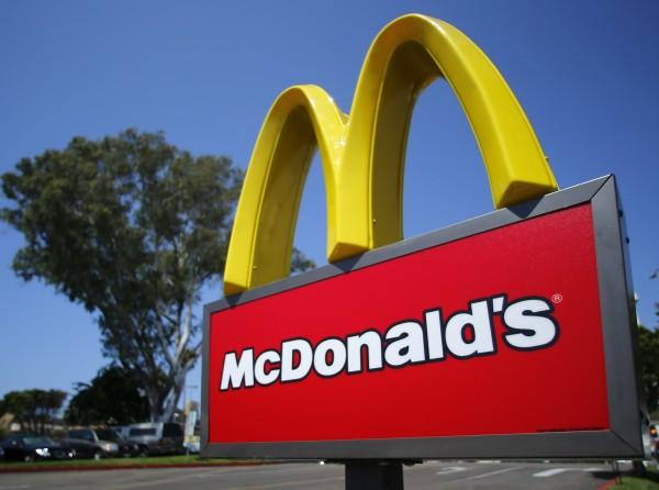 日前中國爆出黑心肉品,日民眾紛紛拒買麥當勞,導致日本麥當勞承受41年來首次虧損,股票因此下跌2.51%。(路透資料照)