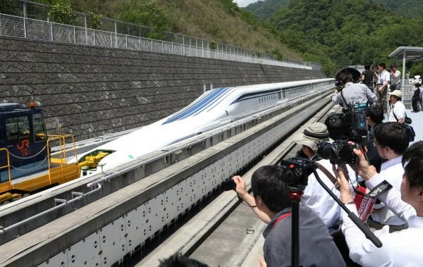 日本打造磁浮列車,往後東京到大阪將只需要1小時就可以抵達。(法新社)
