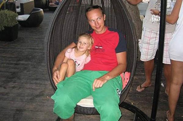 馬格辛(右)和其女兒。(擷取自DailyStar)